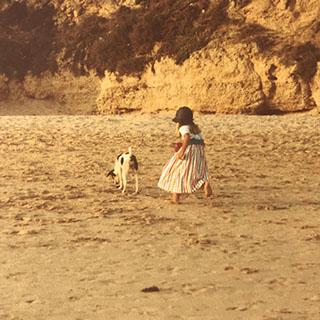 Daphne van Spiegel&Zo in 1983 op het strand in Portugal